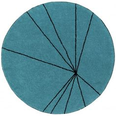Tapis Trace Petroleum, tapis rond graphique, lignes noirs sur fond bleu, lavable machine, lorena canals. Lorena Canals, Tapis Design, Tree Skirts, Christmas Tree, Holiday Decor, Home Decor, Round Shag Rug, Chart, Blue