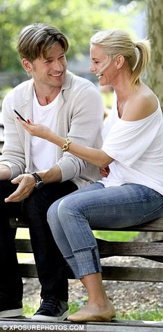 Selfie time: Cameron takes a mean happysnap of herself with Nikolaj during filming for The... http://dailym.ai/1nJWMPy#i-5a660d1e