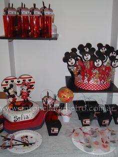 Mickey and Minnie Party. Detalles de una fiesta junto Mickey-. Torta de cumpleaños http://antonelladipietro.com.ar/blog/2011/06/mickey-and-minnie-birthday/