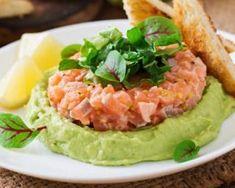 Tartare aux deux saumons à la moutarde à l'ancienne sur mousse d'avocats : http://www.fourchette-et-bikini.fr/recettes/recettes-minceur/tartare-aux-deux-saumons-la-moutarde-lancienne-sur-mousse-davocats.html
