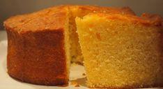 """Bei diesem Kuchen ist """"saftig"""" das richtige Wort, denn am Ende der Zubereitung wird er mit einer Mischung aus Orangen- und Zitronensaft (und Zucker) übergossen. Bis zu dieser Dusche ist er nur ein einfacher Rührkuchen. Ganz schön raffiniert also, der … Weiter"""