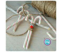 """Hoe leuk is dit! Maak van touw, oogjes en een stoffen bolletje een """"Rudolf the rednosed reindeer"""". Leuk voor op een Kertscadeautje te plakken of als tafeldecoratie. #candysticks #cadeau #inpakken #geschenkverpakking #kerstcadeau #christmas #gift"""