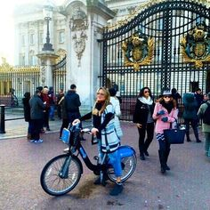 #buckinghampalace #bicicletta #amazing #londonlife #picoftheday #cycling #bicycle #uk #happy #instadaily #westminster #igerslondon #thisislondon #shutup_london #lovelondon #queen #regina #picture #fafreddo #alternative #me #love #followme #instagood #follow #relax #london #likes by clodiana86
