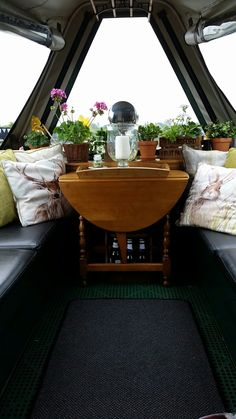 Make your boat homy )) Canal Barge, Barge Boat, Narrowboat Interiors, Barge Interior, Canal Boat Interior, Dutch Barge, Houseboat Living, Boat Projects, Floating House