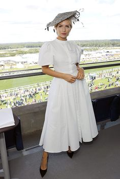 Race Day Outfits, Derby Outfits, Ascot Outfits, Ascot Dresses, Kate Moss, Lottie Moss, Alexander Mcqueen Kleider, Alexander Mcqueen Dresses, Natalie Dormer