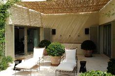 Isabel Lopez-Quesada via Miss Sitius Outside Living, Outdoor Living, Outdoor Decor, Outdoor Furniture, Isabel Lopez, Deck With Pergola, Patio Decks, Modern Pergola, Pergola Swing
