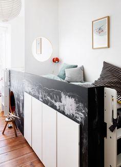 Få stylist Julie Løwensteins bedste idéer til, hvordan du udnytter pladsen optimalt i børneværelset og får plads til sjov på få kvadratmeter.