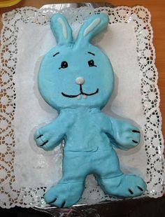 Winnie The Pooh, Smurfs, Character, 3rd Birthday, Hobbies, Treats, Diy, Winnie The Pooh Ears, Lettering