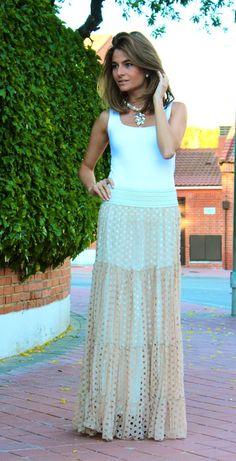 Fashion and Style Blog / Blog de Moda . Post: Another beautiful long skirt / Otra preciosa falda larga.See more/ Más fotos en : http://www.ohmylooks.com/?p=15717 by Silvia