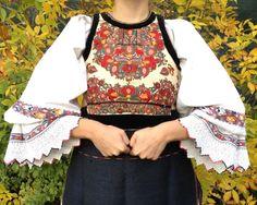 Grădina Raiului cusută pe costumul din Țara Lăpușului.