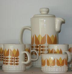 Crown Lynn coffee set, ohh ohh got this set while living in NZ, love it xxx Coffee Set, Coffee Cups, Ceramic Pottery, Ceramic Art, Kiwiana, Vintage Kitchenware, Tea Service, Retro Home, Vintage Coffee