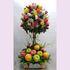 Tropical Flower Arrangements, Creative Flower Arrangements, Fruit Arrangements, Tropical Flowers, Fruit Flower Basket, Fruits Basket, Bunch Of Flowers, Fresh Flowers, Food Bouquet