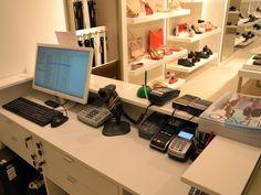 Noul #magazin de #incaltaminte si accesorii IL PASSO Pantofi din Mega Mall Bucuresti isi intampina clientii nu doar cu o gama variata de modele, masuri si culori, ci si cu un asistent de nadejde: o solutie integrata cu vanzare prin #software SmartCash POS, ce include SmartCash POS Professional, SmartCash Shop versiune Mono, SmartCash Mobility si SmartCash Lynx. Click pentru schita de dotare a magazinului: http://www.magister.ro/portfolio/magazin-il-passo-mega-mall-bucuresti/