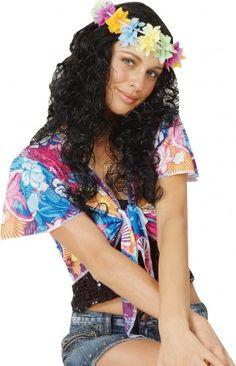 Parrucca hula honey: questa parrucca è realizzata con capelli sintetii lunghi, neri e ricci ed è decorata con una corona di fiori colorati. sarà l'accessorio perfetto per completare il tuo look da ballerina di Hula in occasione di una colorata festa Hawaiana.