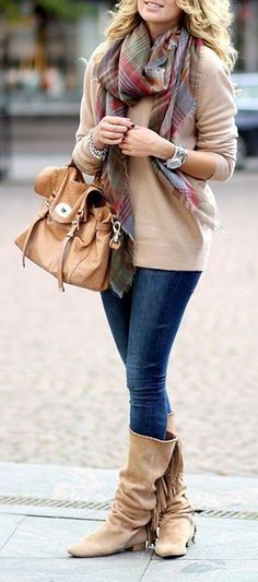 Stylish Street Style: Chic Autumn Outfit Inspirations [PHOTOS] - Women's Wear - Autumn Outfit - Tips & Tricks - Fashion News - Tips - Street Style Plaid Fashion, Fashion Moda, Look Fashion, Fashion Outfits, Womens Fashion, Fashion Trends, Fashion Ideas, Fashion Boots, Trendy Fashion