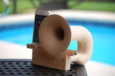 昔懐かしい蓄音機のホーンに似せた形が目を引く(出典:Kickstarter)