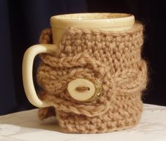 Mug cosy pure wool with wooden button