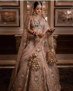 Golden Bridal Lehenga, Pakistani Bridal Lehenga, Latest Bridal Lehenga, Latest Bridal Dresses, Designer Bridal Lehenga, Wedding Dresses For Girls, Bridal Lenghas, Gold Lehenga, Sabyasachi