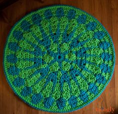 Shocking Mandala Rug :: Free #crochet pattern!  *  <3