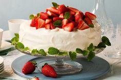 Festkake til 17 mai Frisk, Food Presentation, Soul Food, Sweets, Pavlova, Cakes, Goodies, Mudpie, Cake