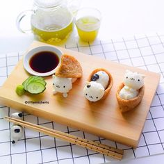 Meowwww Kitty Cat Inari Sushi: Really easy and fun, all you need are aburaage (tofu pouch), sushi rice, seaweed and a little egg (or fishcake) for the ears and hands/legs. Japanese Food Art, Japanese Candy, Japanese Sweets, Kawaii Dessert, Good Food, Yummy Food, Bento Recipes, Cute Desserts, Food Humor
