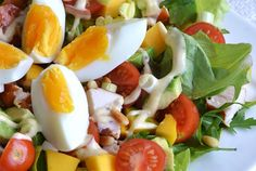 Healthy Super Sunday: Salad with smoked chicken, avocado and mango Healthy Salads, Healthy Eating, Healthy Recipes, I Love Food, Good Food, Yummy Food, Brunch, Snacks Für Party, Tapenade