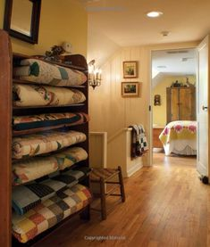 Early American Country Interiors: Tim Tanner A stack of yummy quilts for all my guests. Old Quilts, Antique Quilts, Vintage Quilts, Small Quilts, Quilt Storage, Blanket Storage, Quilt Racks, Quilt Ladder, Quilt Display