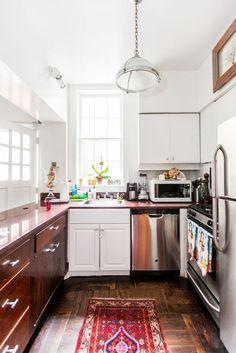 Me gusta el concepto de entrar y que lo primero que encuentres sea la cocina, es el corazon de la casa. O el concepto de puerta trasera tambien me gusta