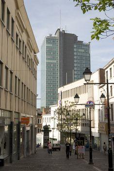 Albert Tower in Charleroi (Belgium) by YELLOWSTONE - PIERRE John  Installer: ME CONSTRUCT, Copyright Paul Kozlowski #Belgium #QuartzZinc #Zinc #Architecture #OfficeBuilding #Tower #VMZINC #Facade #InterlockingPanel