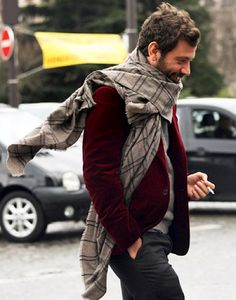 50 Stylish Winter Plaid Scarves Men Outfits Ideas - TILEPENDANT A warm scarf can not only avoid the cold, but also add extra charming for your outfit. No matter it … Blazer Bordeaux, Fashion Moda, Mens Fashion, Fall Fashion, Street Fashion, Urban Fashion, Fashion Photo, Estilo Cool, Burgundy Blazer