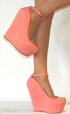 Breathtaking 35 Beautiful Ankle Strap Heels Outfits For Spring from https://www.fashionetter.com/2017/04/12/beautiful-ankle-strap-heels-outfits-for-spring/