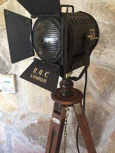 Antiguo Reflector Farol Cine Lampara De Pie Tripode - -MANES MARZANO COLLECTION - VINTAGE SEARCHLIGHT- manes marzano collection design-reflector de cine antiguo-argentina-www.manes-marzano.com.ar