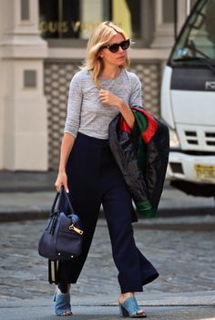 Sienna Miller Photos - Sienna Miller is spotted out and about in New York City on April 21, 2016. The actress is in town to promote her new film 'High-Rise' at the Tribeca Film Festival. - Sienna Miller Out and About in New York City