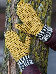 Ravelry: free: Pirra pattern by marias garn Knitted Mittens Pattern, Knit Mittens, Mitten Gloves, Knitting Stitches, Hand Knitting, Owl Hat, Textiles, Wrist Warmers, Fair Isle Knitting
