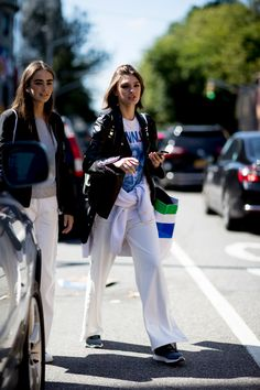 New York Fashion Week Street Style Spring 2018 Day 3 Street Style 2018, New York Fashion Week Street Style, New York Street, Spring Street Style, Cool Street Fashion, Fashion Brands, Menswear, Spring Summer, Glamour