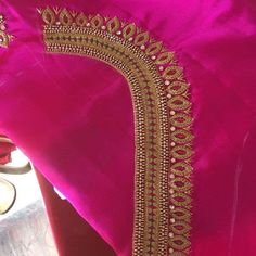 No photo pink blouse description available. Hand Work Blouse Design, Simple Blouse Designs, Stylish Blouse Design, Wedding Saree Blouse Designs, Saree Blouse Neck Designs, Maggam Work Designs, Designer Blouse Patterns, Embroidery Designs, Hand Embroidery