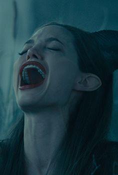 Angelina Jolie in Maleficent Maleficent Drawing, Maleficent 2014, Angelina Jolie Maleficent, Maleficent Movie, Brad Pitt And Angelina Jolie, Malificent, Evil Disney, Disney Day, Women Villains