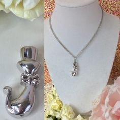 Cat / Kitten memory Cremation urn necklace This beautiful urn cat urn   necklace is a great way to keep your loved one close to your heart .   The top unscrews so that you can place your loved ones securely inside.    Please message us with any questions. Jewelry Necklaces