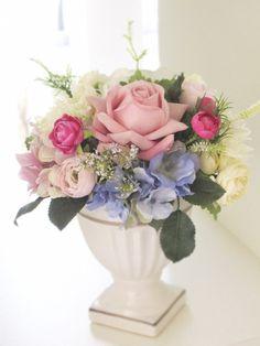 母の日のプレゼント用に作製した、アーティフィシャルフラワー(高級造花)によるオリジナルフラワーアレンジメントです。メッセージカード付きです(40文字以内)価格... ハンドメイド、手作り、手仕事品の通販・販売・購入ならCreema。