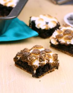 Smores S'mores Brownies (egg whites or psyllium, mini marshmallows) Healthy Low Calorie Meals, Low Calorie Recipes, Healthy Recipes, Delicious Desserts, Dessert Recipes, Yummy Food, Paleo Marshmallows, Perfect Brownie Recipe, Smores Brownies
