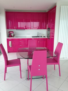 23 Clever DIY Christmas Decoration Ideas By Crafty Panda Hot Pink Kitchen, Glossy Kitchen, Colorful Kitchen Decor, Kitchen Colors, Kitchen Design, Cute Home Decor, Home Decor Items, Barbie Malibu Dream House, Barbie Room
