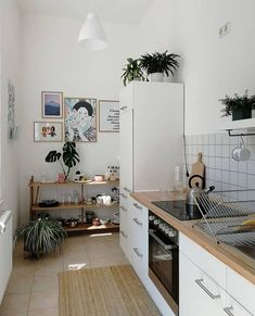 Beautiful Home Interior For a small house A big kitchen is often just a luxury Home Decor Styles, Cheap Home Decor, Home Decor Accessories, Beautiful Houses Interior, Beautiful Kitchens, Big Kitchen, Kitchen Decor, Kitchen Ideas, Sweet Home