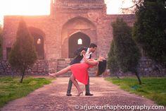 Want a filmy pre wedding photoshoot? Opt for a historic location with romantic poses!