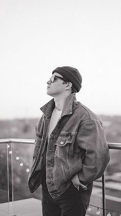 Why you look so good in every picture, Bradley? Bradley Will Simpson, Brad Simpson, Bradley The Vamps, New Hope Club, Wearing Glasses, Celebs, Celebrities, Pretty Boys, Boy Bands