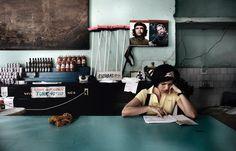 Che Guevara und Fidel Castro in einem kleinen Laden: Die Kubaner selber wollen endlich komfortabler wohnen - das alte Gesicht Havannas wird sich wandeln.