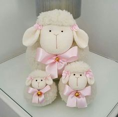 1 million+ Stunning Free Images to Use Anywhere Diy Crafts For Gifts, Crafts To Make And Sell, Holiday Crafts, Crafts For Kids, Sheep Crafts, Felt Crafts, Pom Pom Animals, Pom Pom Crafts, Easter Crochet