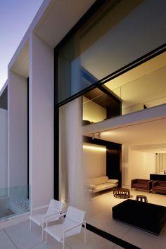 .almost perfect.    Bondi House by Katon Redgen Mathieson