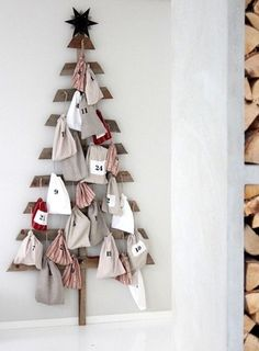 Unique Pallet Advent Unique Pallet Advent Calendar - Use old wood pieces to create a Christmas tree then hang 25 decorated bags as ornaments. This DIY project is perfect for farmhouse or rustic decor! Get this and 20 more ideas for advent calendars here. What Is Christmas, Noel Christmas, Diy Christmas Gifts, All Things Christmas, Holiday Crafts, Christmas Decorations, Nordic Christmas, Modern Christmas, Handmade Christmas