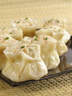 Steamed Meat Dumplings (Siu Mai) Siu mai are the only dim sum that have been served at every single dim sum party to date. If you have never had home made siu mai you would not understand but once you have had home made siu mai yo… Cooking Chef Gourmet, Cooking Recipes, Cooking Icon, Cooking Videos, Cooking Tools, Dim Sum, Bamboo Steamer Recipes, Steamed Meat, Steamed Dumplings