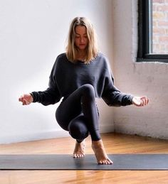 Easy Yoga Asanas With Names - Yoga Fitness Yoga Inspiration, Fitness Inspiration, Pranayama, Yoga Fitness, Workout Fitness, Namaste, Yoga Photography, Fitness Photography, Clothing Photography
